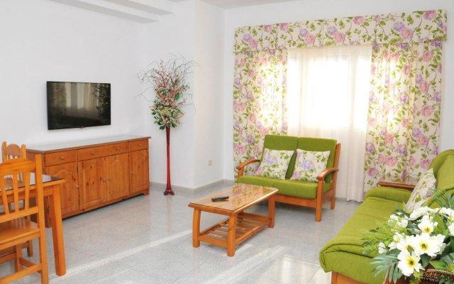 Отель EmyCanarias Holiday Homes Vecindario комната для гостей