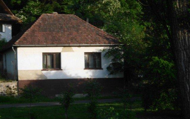Kemence Vendégház, Szob, Hungary | ZenHotels