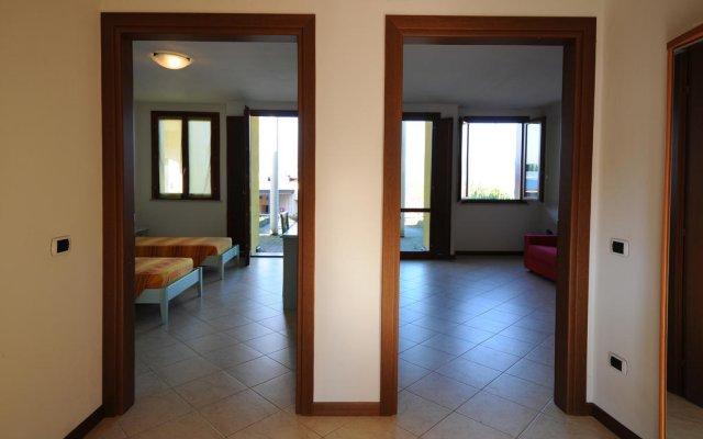 Отель Residenza Le Farfalle Манерба-дель-Гарда комната для гостей