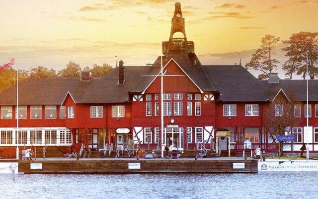 Отель Sandhamn Seglarhotell вид на фасад