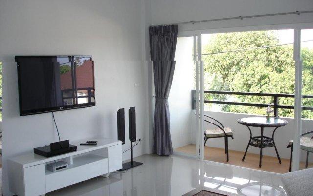 Апартаменты Naiharn Beach Road Apartment комната для гостей
