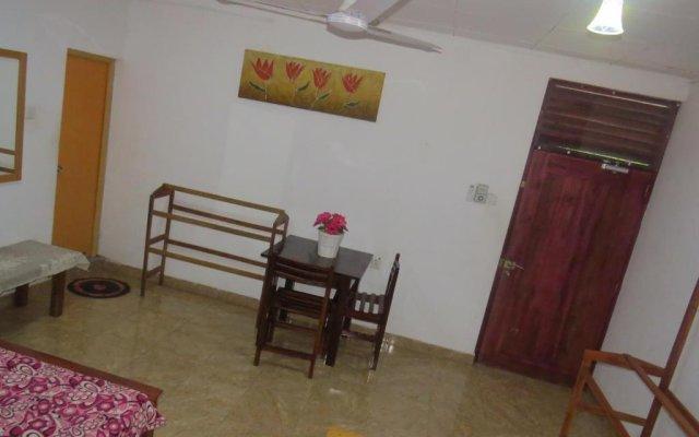 Отель Thisara Guesthouse комната для гостей