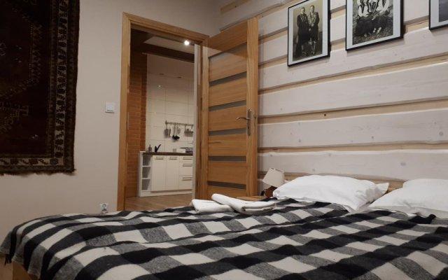 Отель Maryna House - Apartament Tradycyjny Закопане комната для гостей