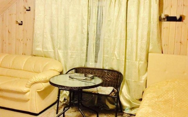 Гостиница Otdyh U Ozera в Изборске отзывы, цены и фото номеров - забронировать гостиницу Otdyh U Ozera онлайн Изборск комната для гостей