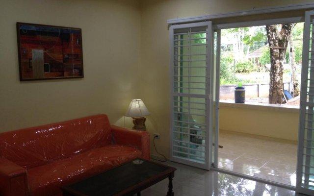 Отель Kathu Waterfall Bungalow комната для гостей