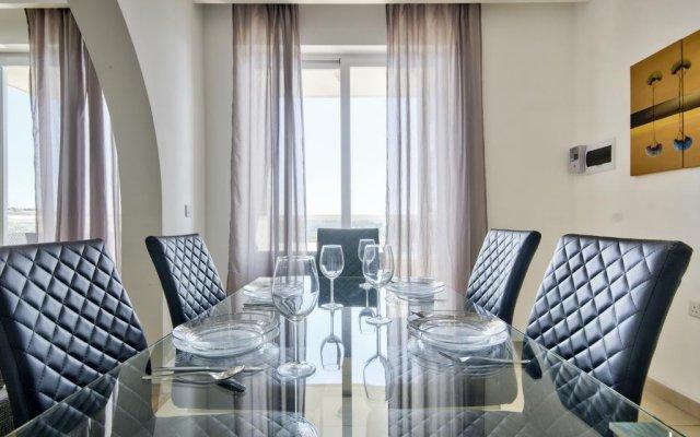 Отель Exceptional Tigne Seafront Слима комната для гостей