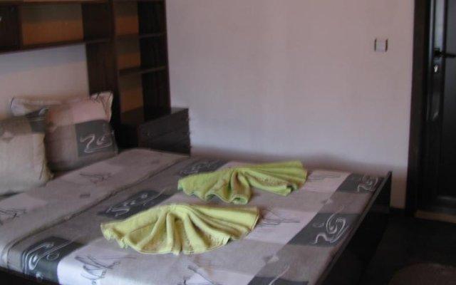Отель Oasis Guest House Банско комната для гостей