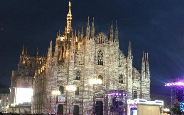 Отель UNAHOTELS Century Milano вид на фасад