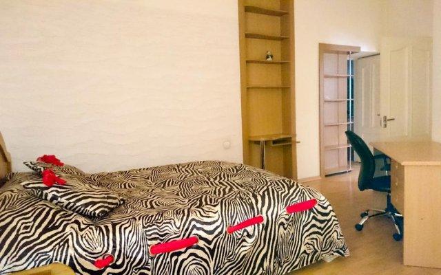 Апартаменты Rent in Yerevan - Apartment on Mashtots ave. комната для гостей
