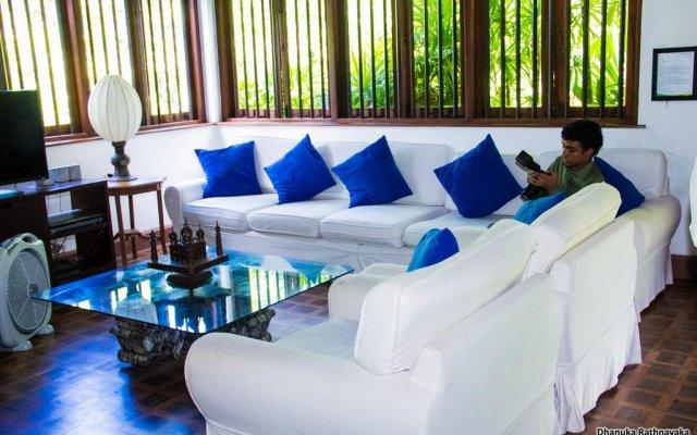 Отель Raajmahal Colonial Villa комната для гостей