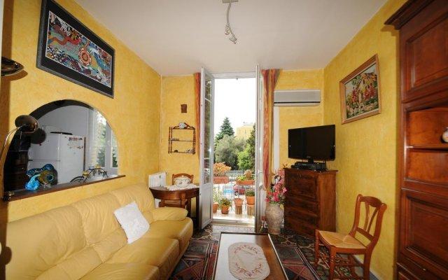 Отель Estienne D'Orves комната для гостей