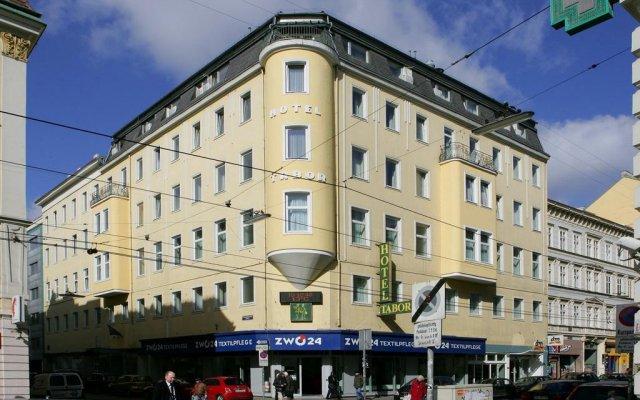 City Hotel Tabor вид на фасад