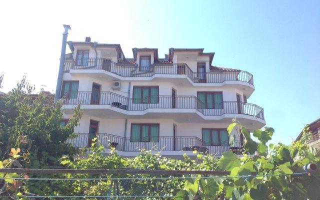 Отель Gloria Holiday House вид на фасад