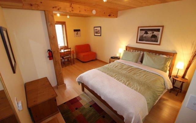 Отель Bearberry Meadows Guest House комната для гостей