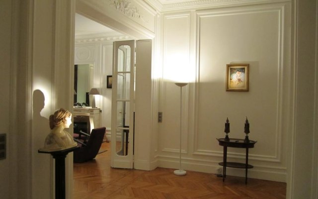 Отель Prestigious Appartement Trocadero комната для гостей