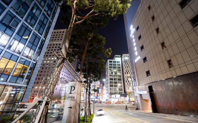 Hotel New Oriental Myeongdong вид на фасад
