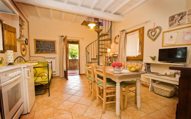 Отель La Casetta del Glicine Сан-Джиустино комната для гостей