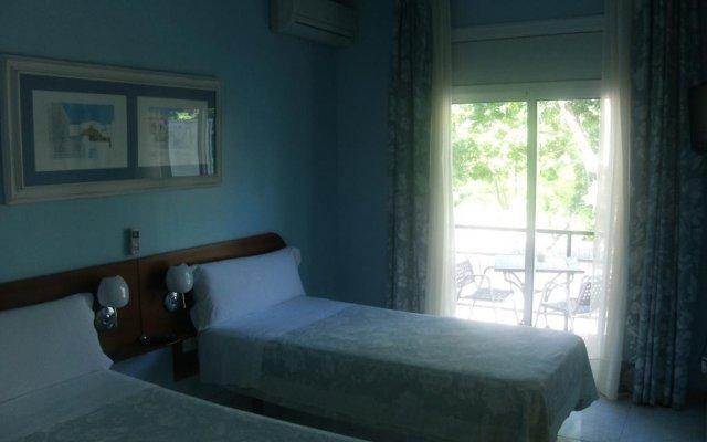 Отель Marina Folch Барселона комната для гостей