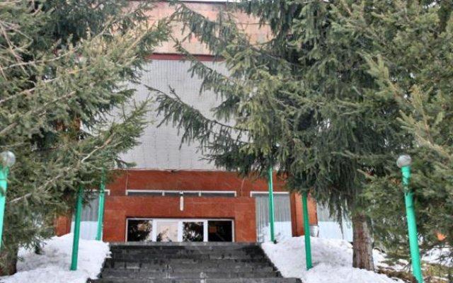 Отель Дом отдыха Наири вид на фасад