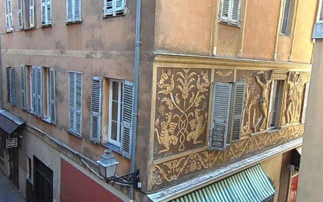 Отель Romantic Lovenest in historical Old NICE вид на фасад