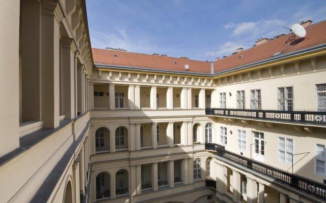 Отель NN Apartman Budapest Венгрия, Будапешт - отзывы, цены и фото номеров - забронировать отель NN Apartman Budapest онлайн балкон