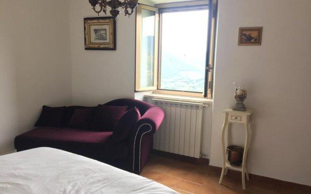 Отель Medieval Cosy Getaway Фонди комната для гостей