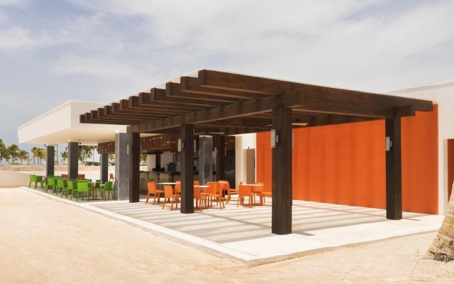 TRS Cap Cana Hotel - Adults Only - All Inclusive вид на фасад