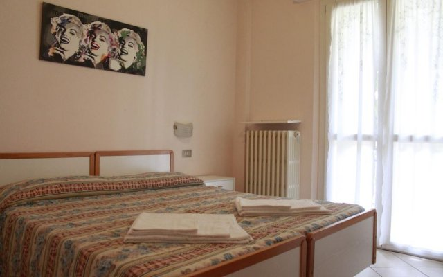 Отель Villa Maria Apartments Италия, Риччоне - отзывы, цены и фото номеров - забронировать отель Villa Maria Apartments онлайн комната для гостей