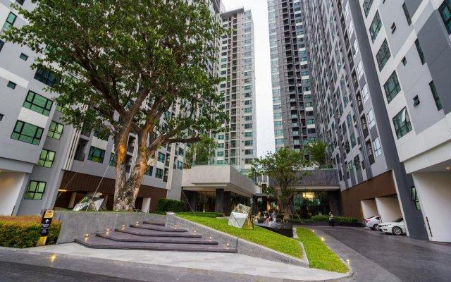 Отель The Cozy@The Base Pattaya вид на фасад