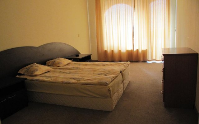 Отель Sea Apartments - Different Locations in Golden Sands Болгария, Золотые пески - отзывы, цены и фото номеров - забронировать отель Sea Apartments - Different Locations in Golden Sands онлайн комната для гостей