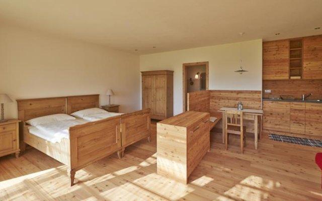 Отель Weingut Stuck Аппиано-сулла-Страда-дель-Вино комната для гостей