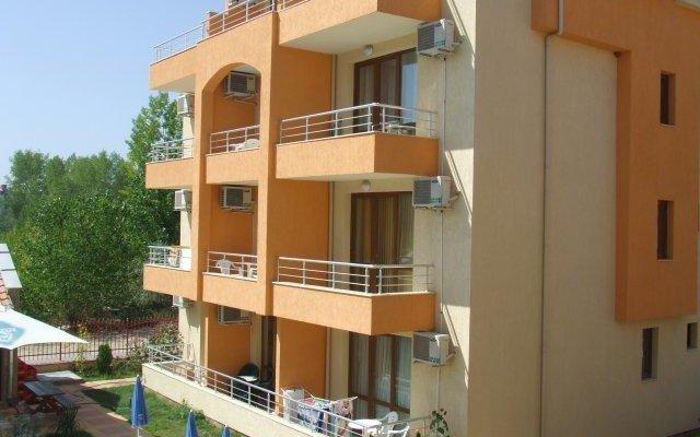 Апартаменты Sunny Village Apartment вид на фасад