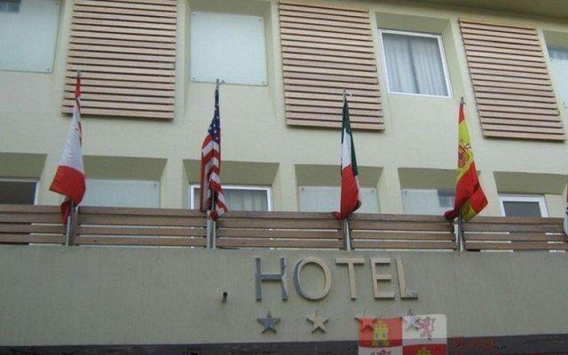 Hotel Castilla y Leon парковка