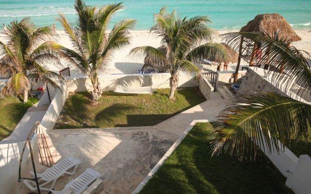 Отель Beachfront Villa пляж