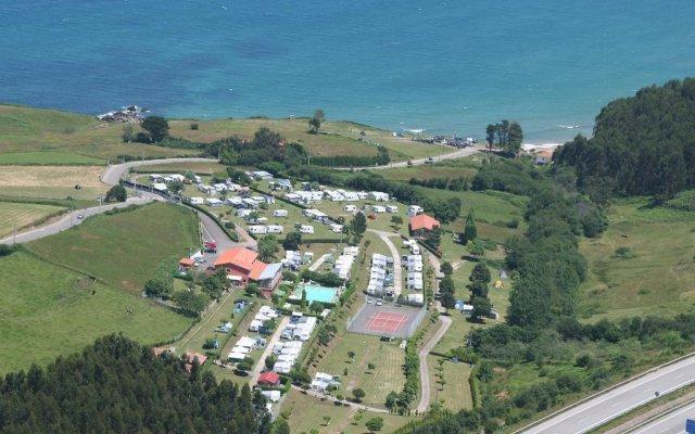 Отель Camping Arenal de Moris Испания, Онис - отзывы, цены и фото номеров - забронировать отель Camping Arenal de Moris онлайн пляж