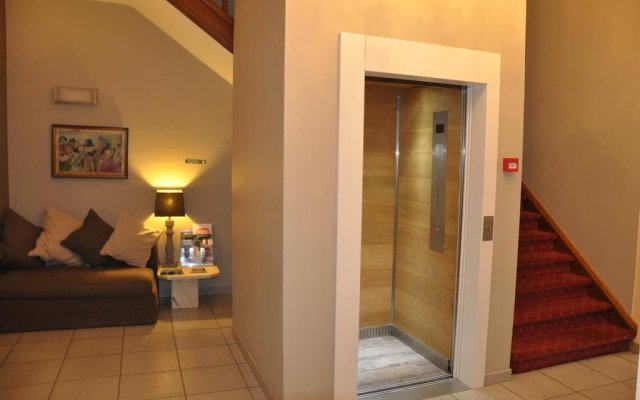 Hotel Louisa 0
