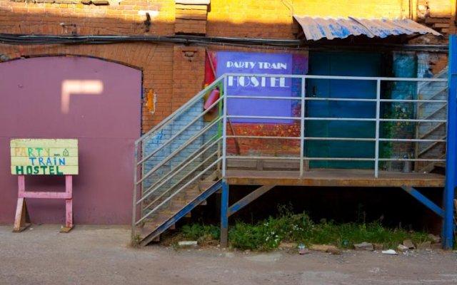 Party Train Hostel вид на фасад