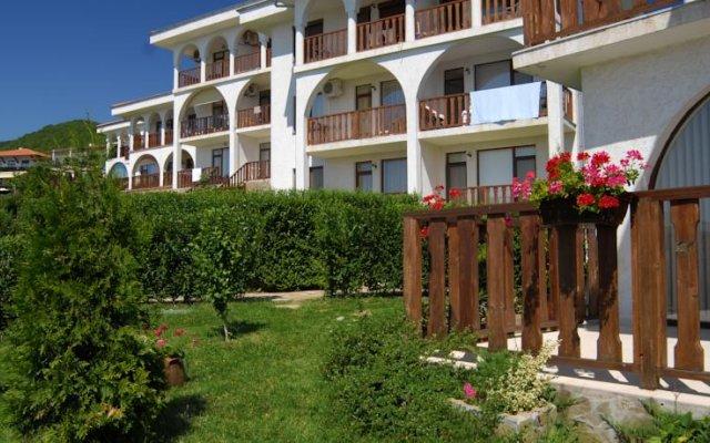 Отель Breeze Hotelcomplex вид на фасад