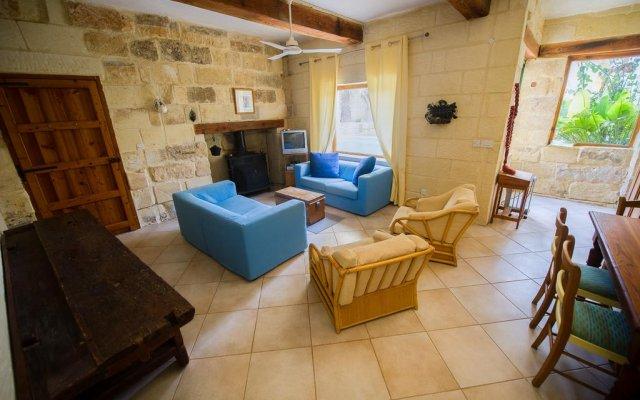 Отель Steves Villas комната для гостей