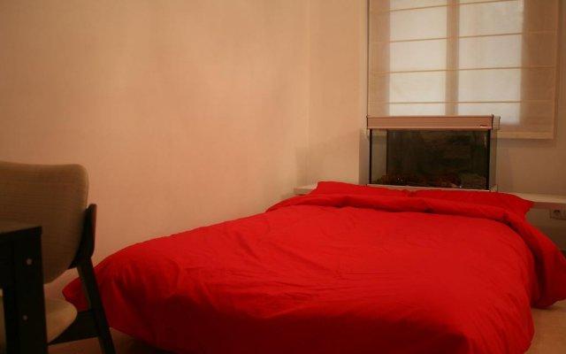 Отель Enric Granados 15 Барселона комната для гостей