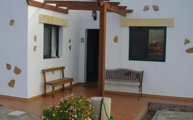 Отель Villas La Fuentita Испания, Лас-Плайитас - отзывы, цены и фото номеров - забронировать отель Villas La Fuentita онлайн комната для гостей