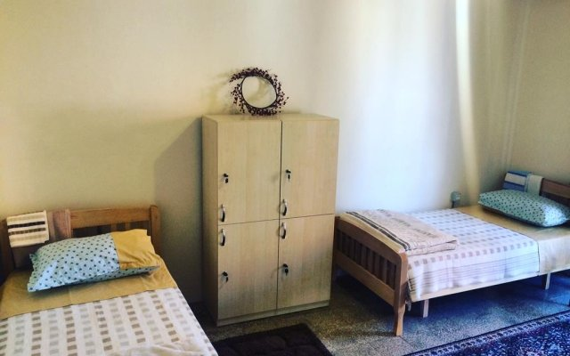 Cosy Hostel Tirana комната для гостей