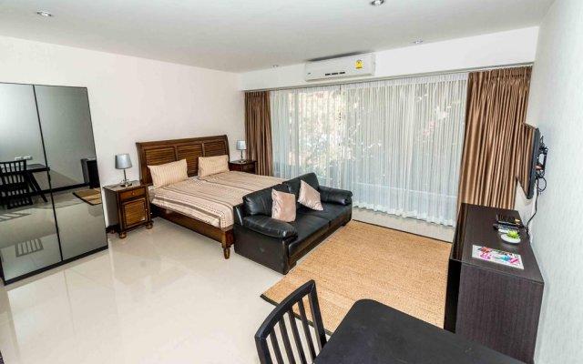 Апартаменты Karon Chic Studio комната для гостей