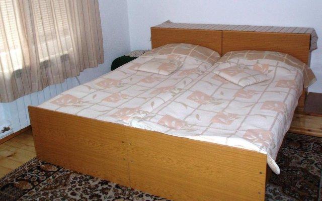 Отель Guest House Dangulevi Чепеларе комната для гостей