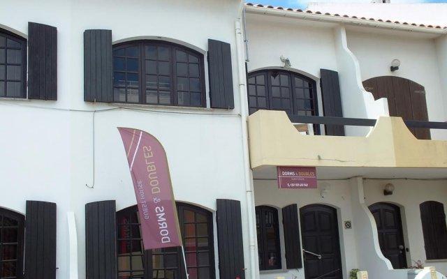 Отель Dorms & Doubles вид на фасад