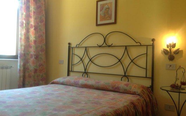 Отель Villa Vetiche Рокка-Сан-Джованни комната для гостей