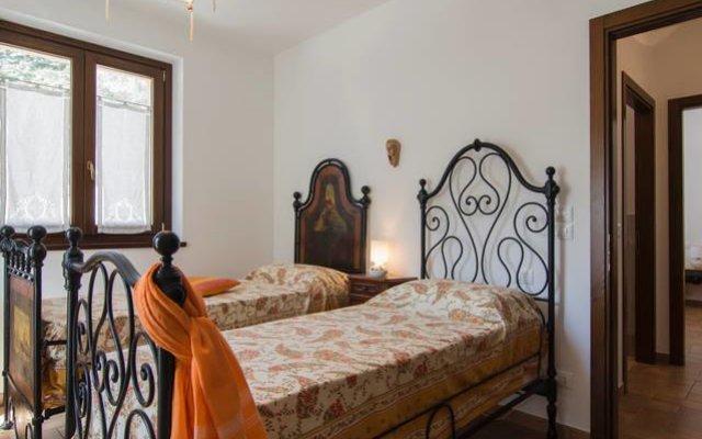 Отель Le fontanelle e l'uliveto Трайа комната для гостей