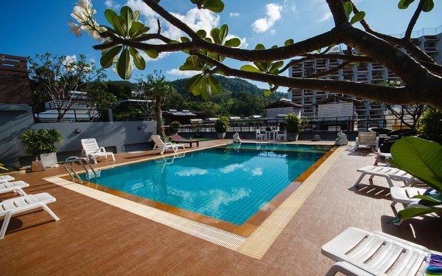 Platinum Hotel бассейн
