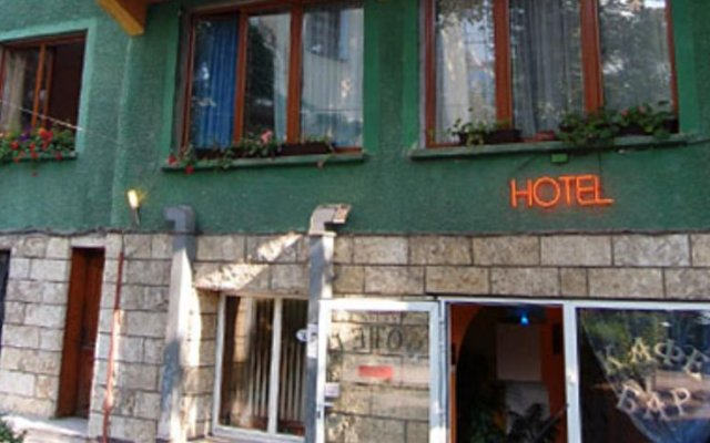 Stivan Iskar Hotel вид на фасад