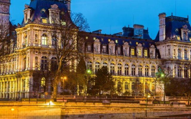 Отель Hôtel De Nice вид на фасад